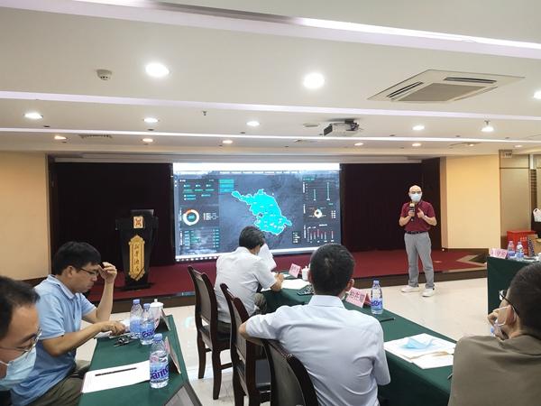 托普云农团队为代表们介绍全国耕地质量大数据平台及其建设情况